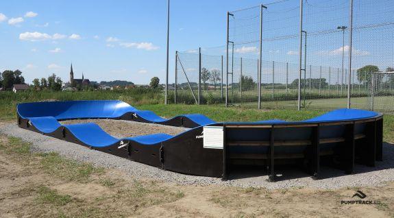 Pumptrack adattato per lo skateboard