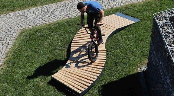 BMX mostra su un pumptrack mobile